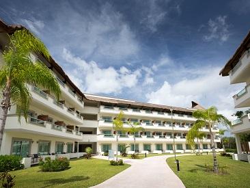 Rooms and Amenities at BlueBay Grand Esmeralda, Playa Del Carmen, Q'roo